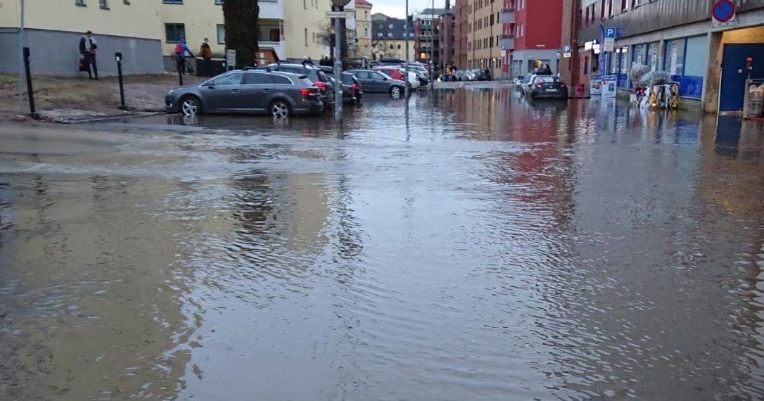 Når vannet flommer i gatene er det vann på avveie i ordets rette forstand. Her fra Sandefjord.
