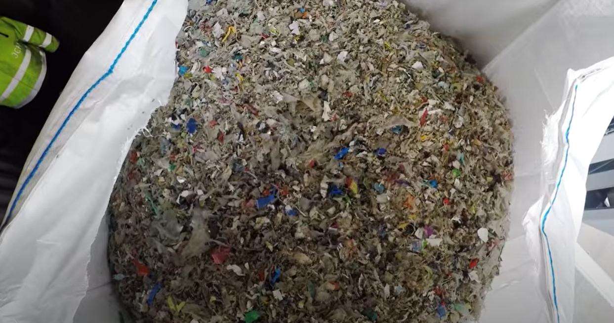 Plastmaterialet brytes ned til mindre bestanddeler og er på vei over i en sirkulærøkonomi.