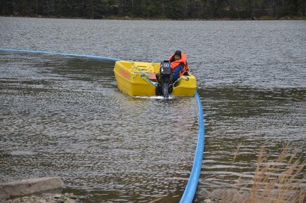 Bjørn Frydenlund - sjøledning legges ut i Strandafjorden i Ål