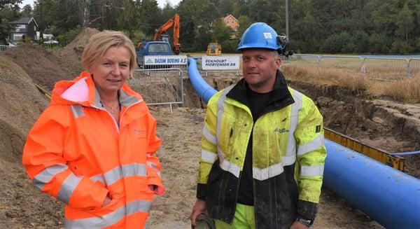 Lene Sparre Thunes mener det er viktig å følge prosjektene ute og foreta prøver tidlig i prosessen. Her sammen med Henning Steinseth fra Båsum Boring AS.