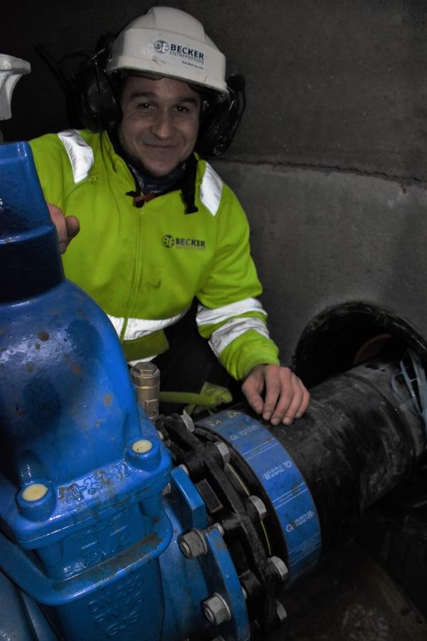 Rørlegger Thomas Bedkowski i Becker Entreprenør ble umiddelbart begeistret da han kunne benytte Quick-Twist under monteringen i Vestbyen på Jessheim.