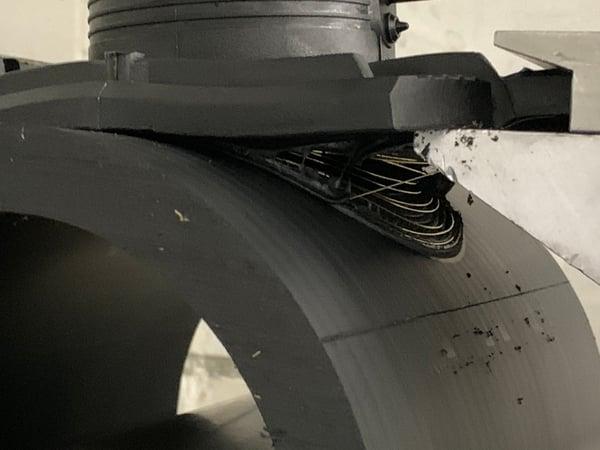 Destruktiv test av en elektroanboringsklammer der selve anboringen blir revet av røret. Denne sveisen er godkjent.