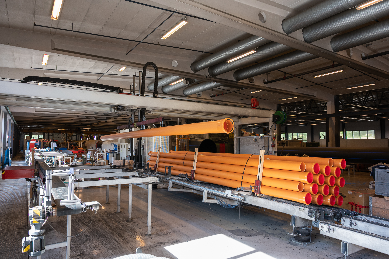 Grunnavløpsrør i PP produseres på egen helautomatisk produksjonslinje hos Hallingplast.