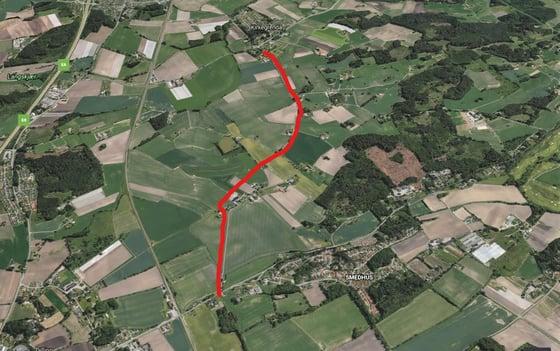 Den aktuelle traseen fra Rygge kirke (øverst i bildet) til riksveien som går til tettstedet Larkollen.