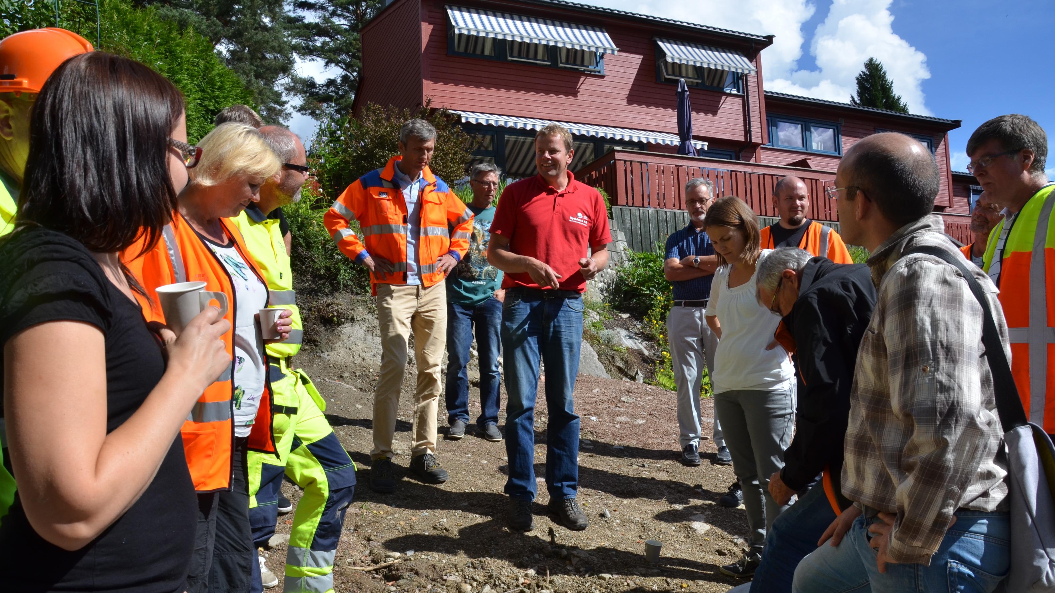 Prosjektleder Hendrik Panman i Kjeldaas AS forteller rådgivere og kommunalt ansatte om samarbeidet i borettslaget Brøttet i Drammen i 2014.